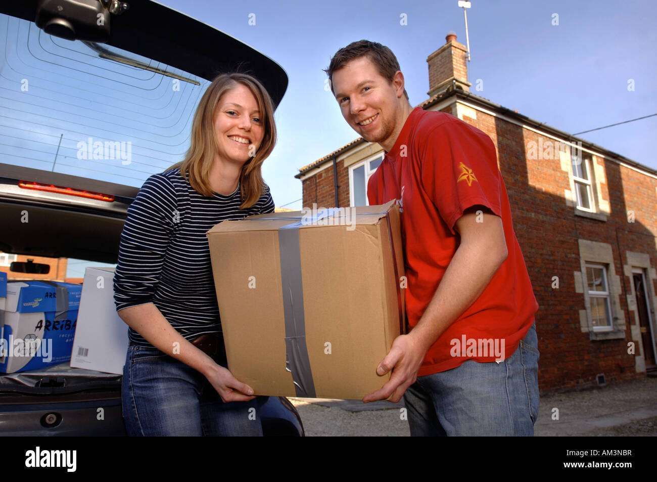 A YOUNG COUPLE MOVING INTO THEIR FIRST HOME UK - Stock Image