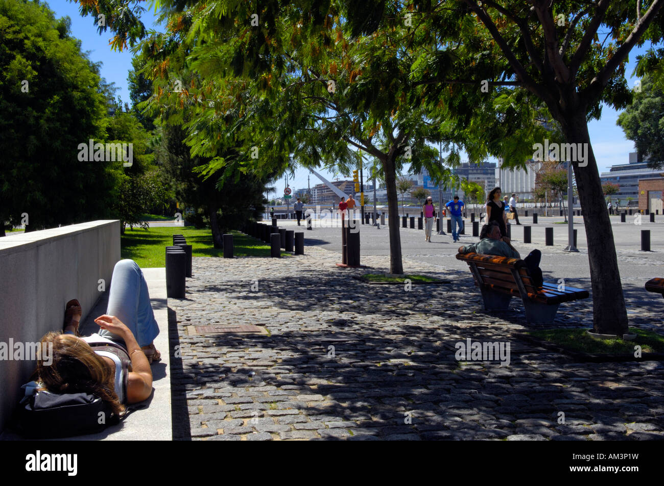 City dwellers relax in the barrio of Puerto Madero, Buenos Aires - Stock Image