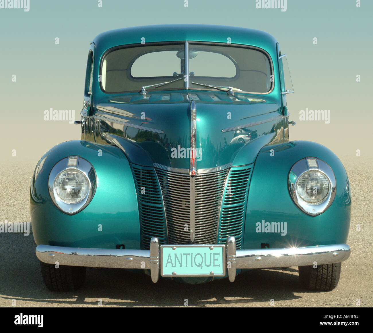 blue 1930s classic car or hot rod - Stock Image