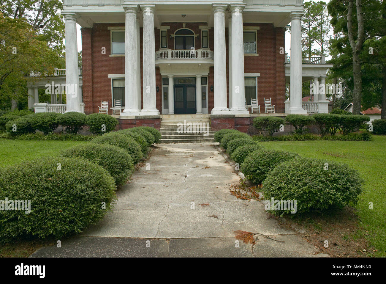 Southern houses in disrepair along Highway 22 in Central Georgia - Stock Image