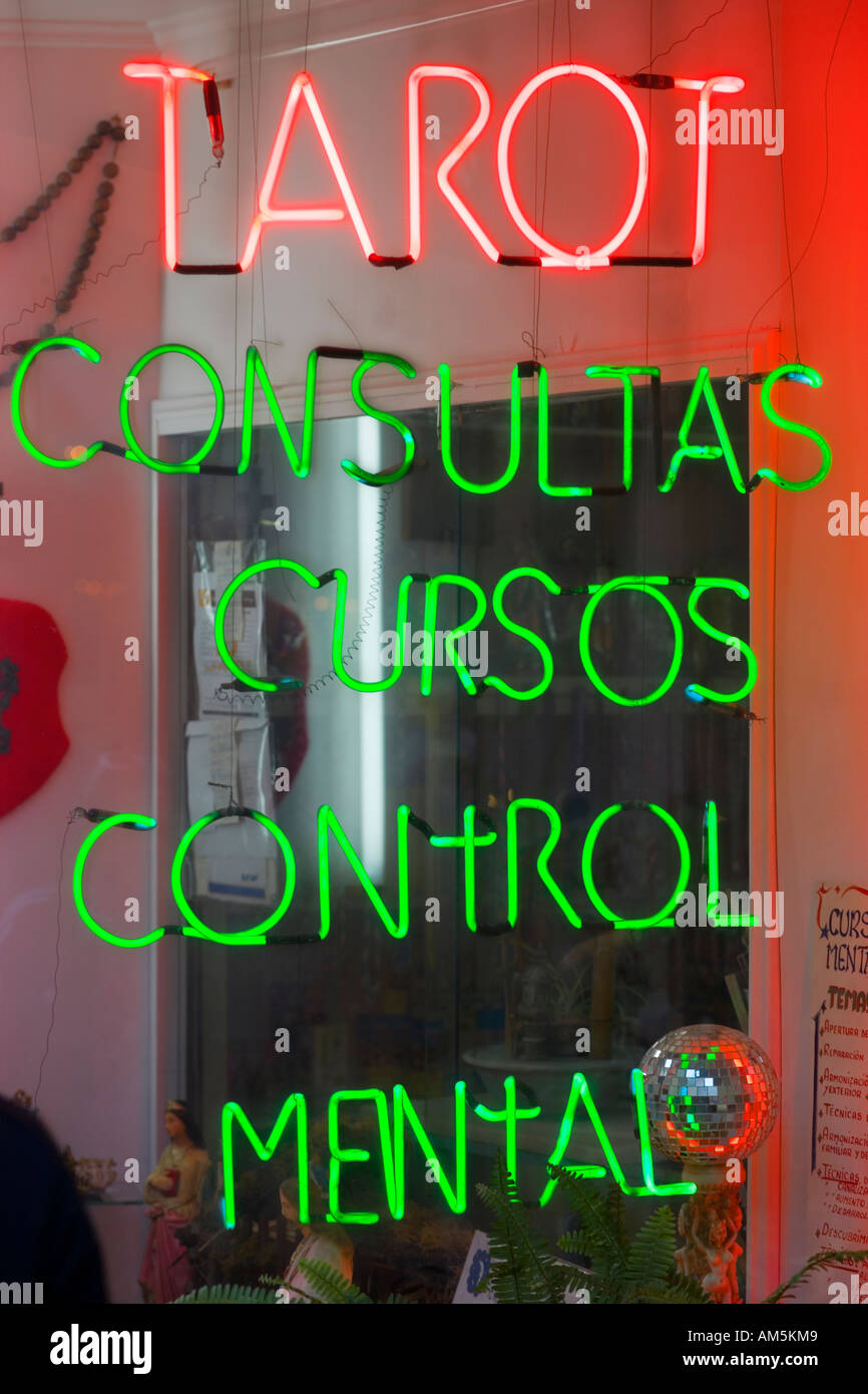 Spanish neon sign reading: tarot mental control consult in