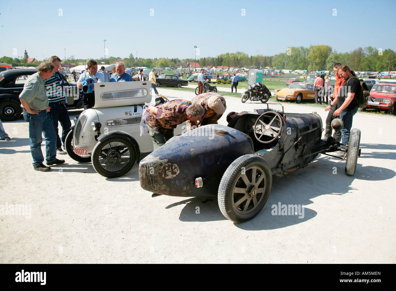 Vintage cars, market for parts of the car and vintage car meeting ...
