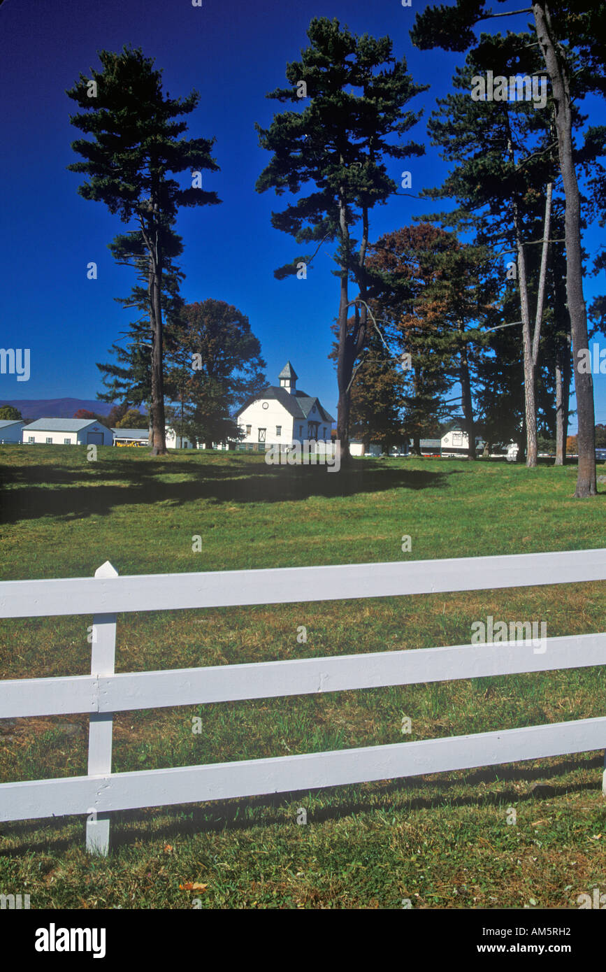 Long view of a Dutch Barn on Simmons Farm Route 103 NY - Stock Image