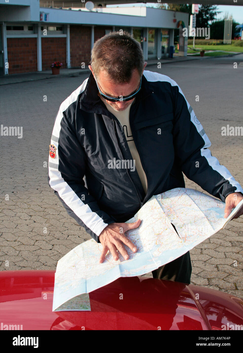 Driver looking for the dstination with the old, conventional means, Malente, Schleswig-Holstein, Germany - Stock Image