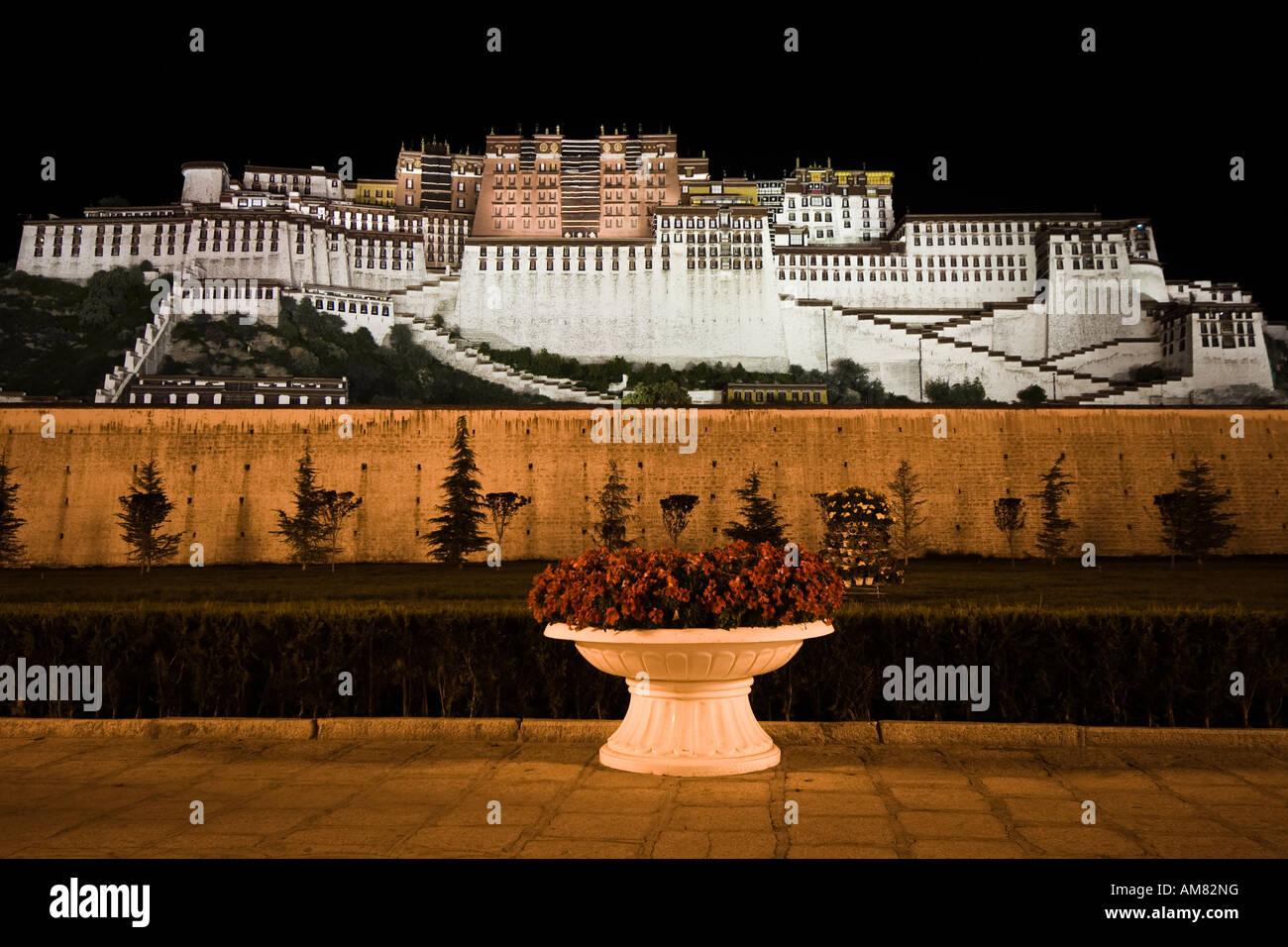 Potala Palace illuminated at night, Lhasa, Tibet - Stock Image