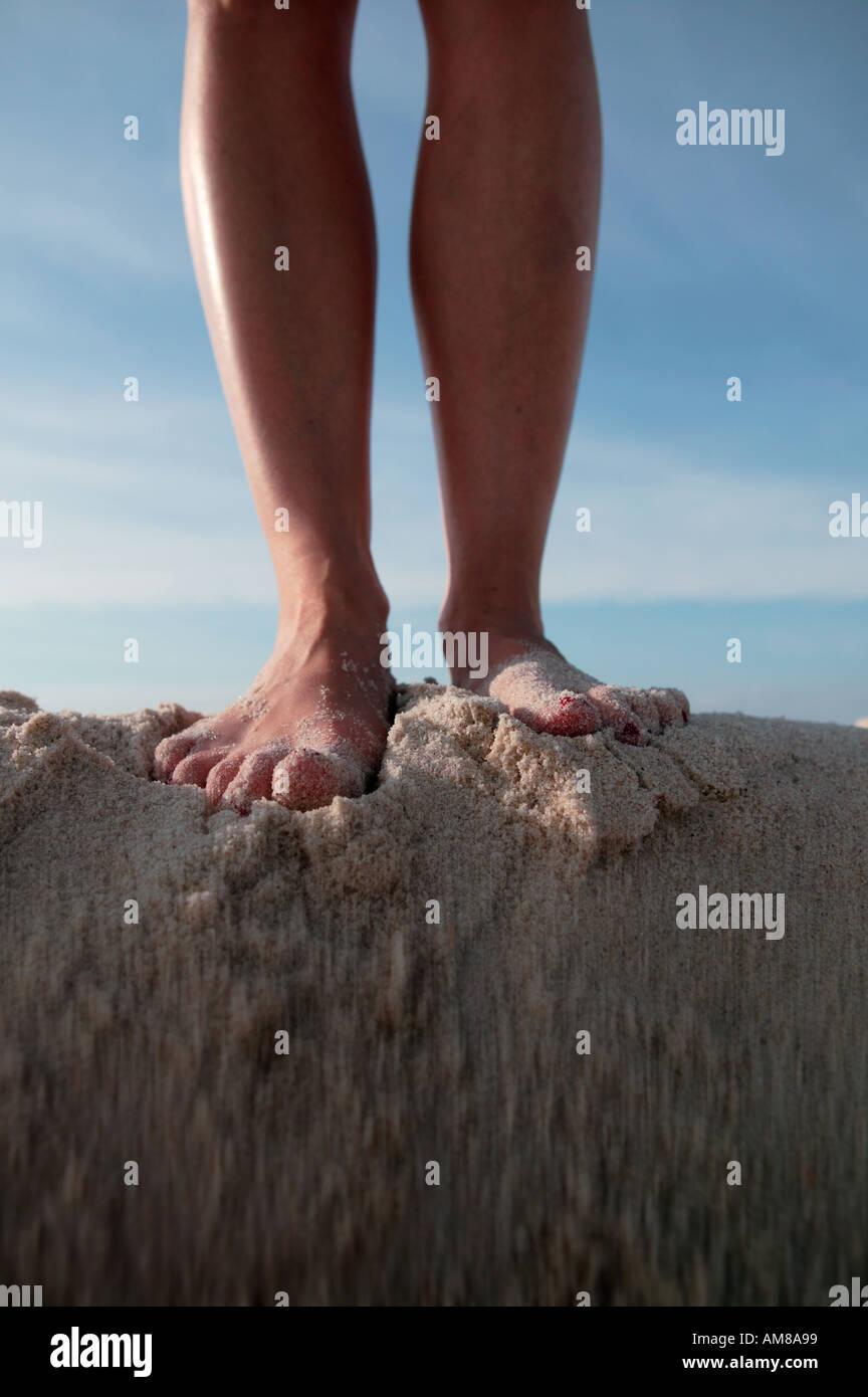 drop something on top of foot - HD864×1390