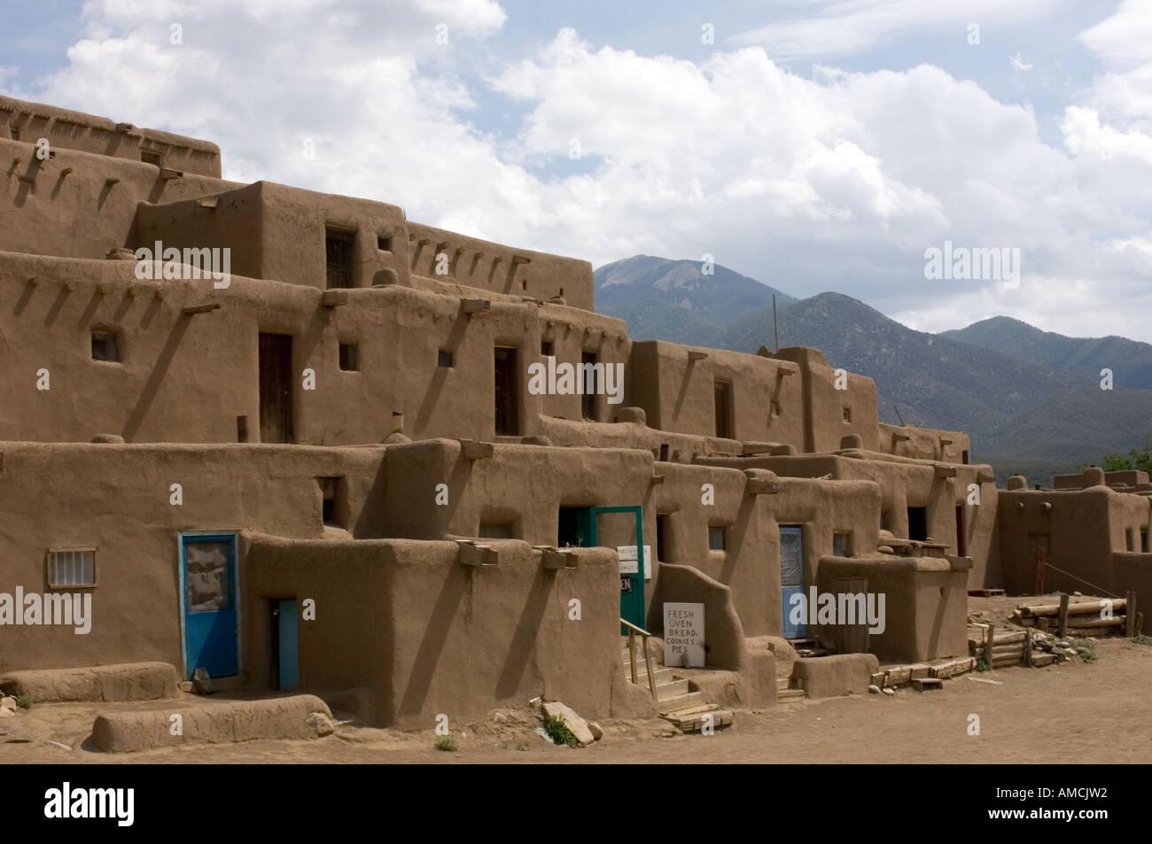 Taos dating voi 18 vuotta täyttäneistä dating alaikäisiä