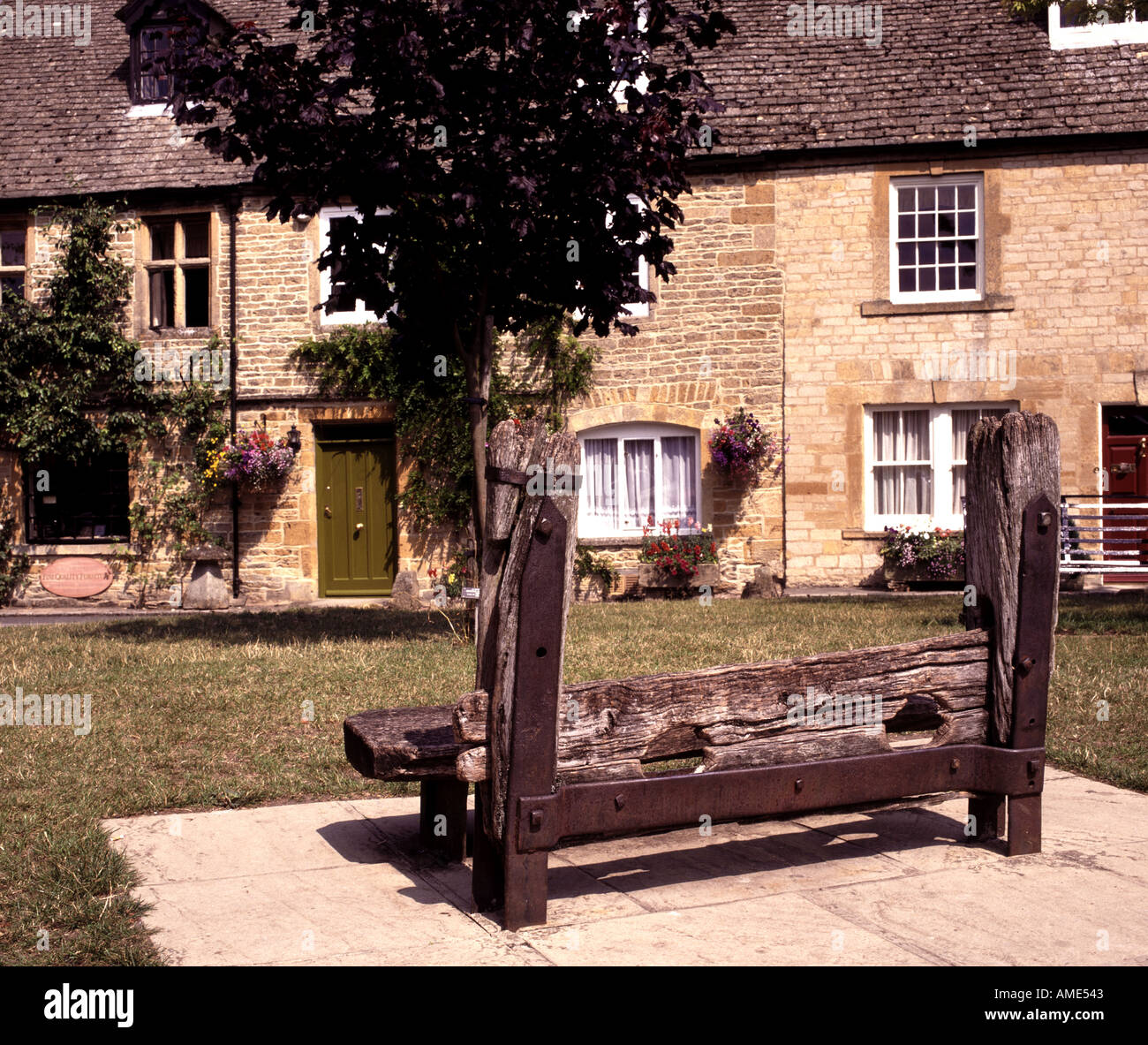 THE STOCKS IN STOW ON THE WOLD THE COTSWOLDS GLOUCESTERSHIRE ENGLAND UK Stock Photo