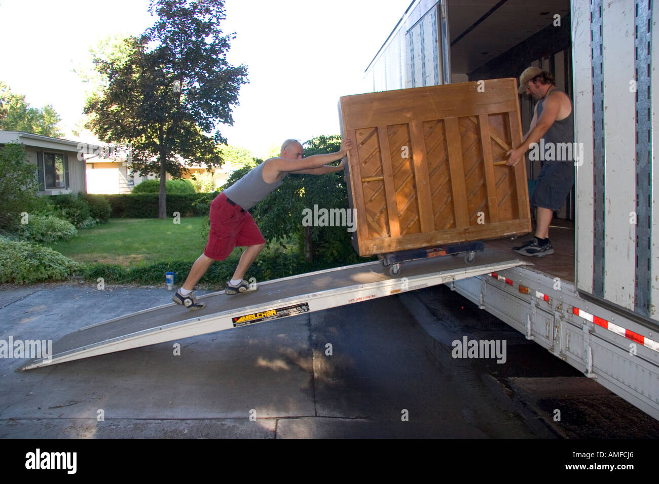 [Image: movers-push-a-piano-up-a-ramp-into-the-m...AMFCJ6.jpg]