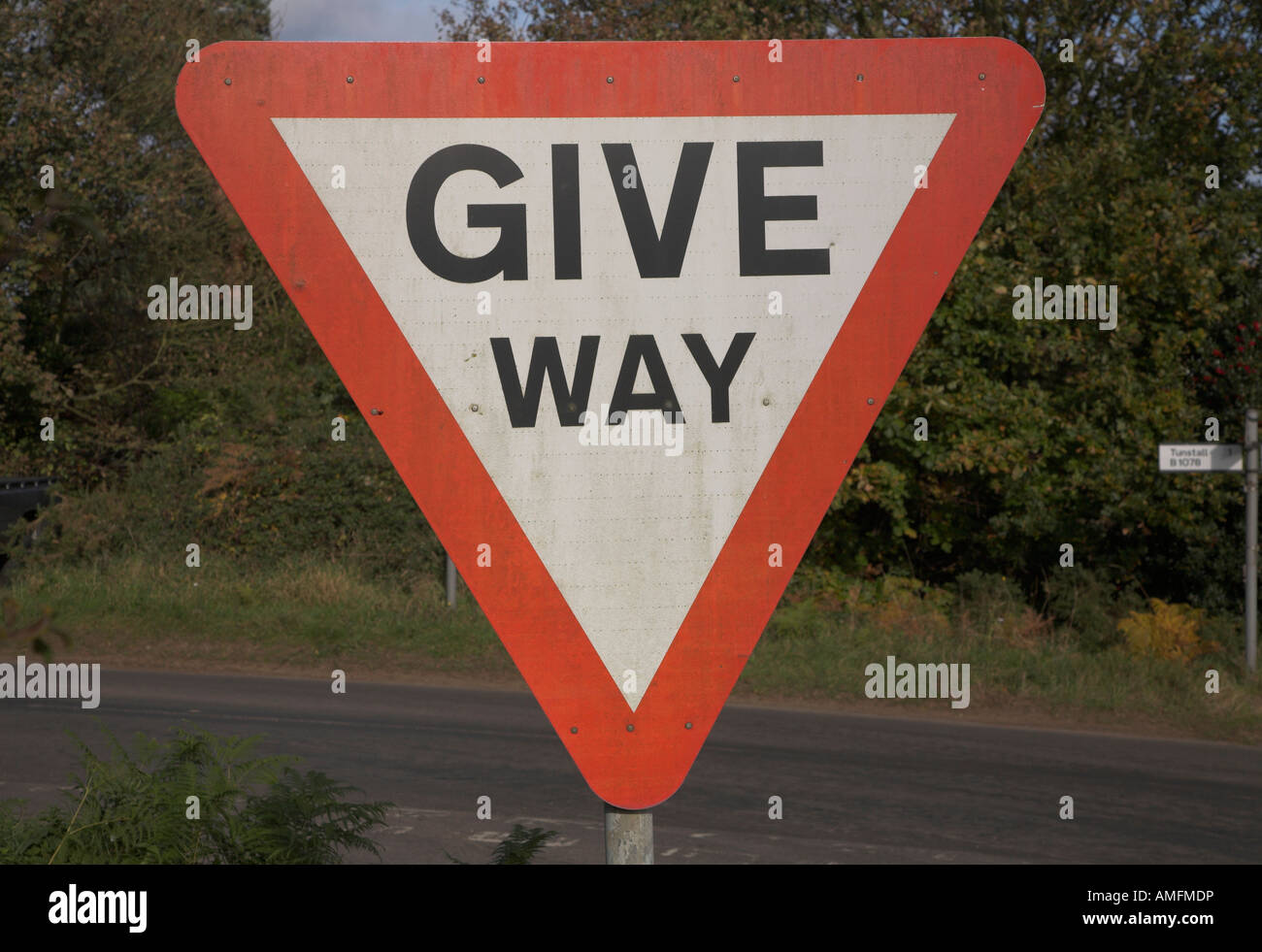 Triangular Give Way road sign - Stock Image