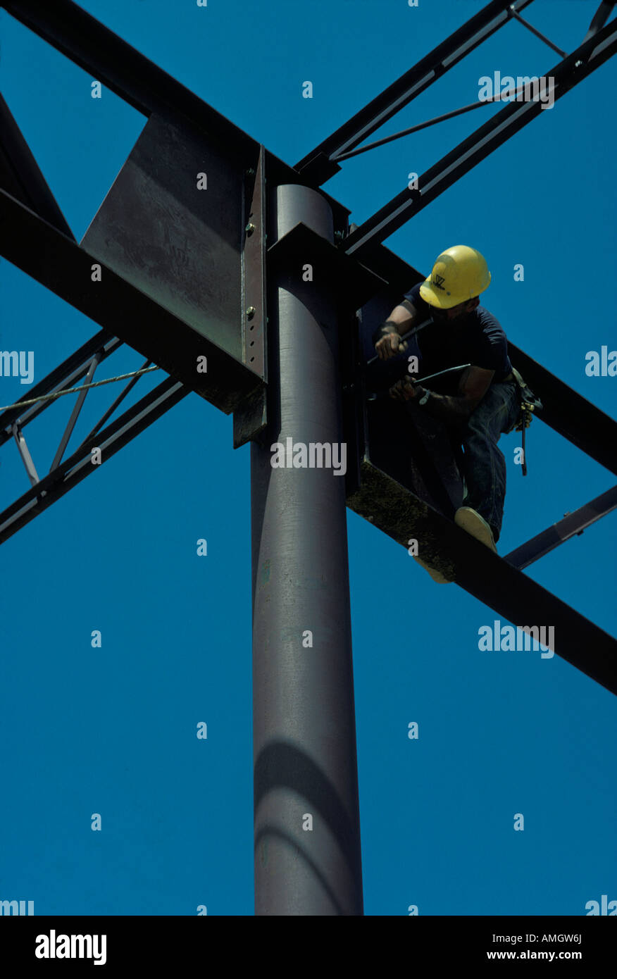 steel workers beams grid welding large warehouse construction