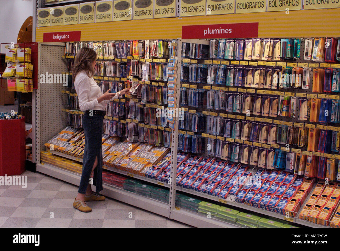 Mexico Morelos Woman Shopping In Officemax Stock Photo 15262728