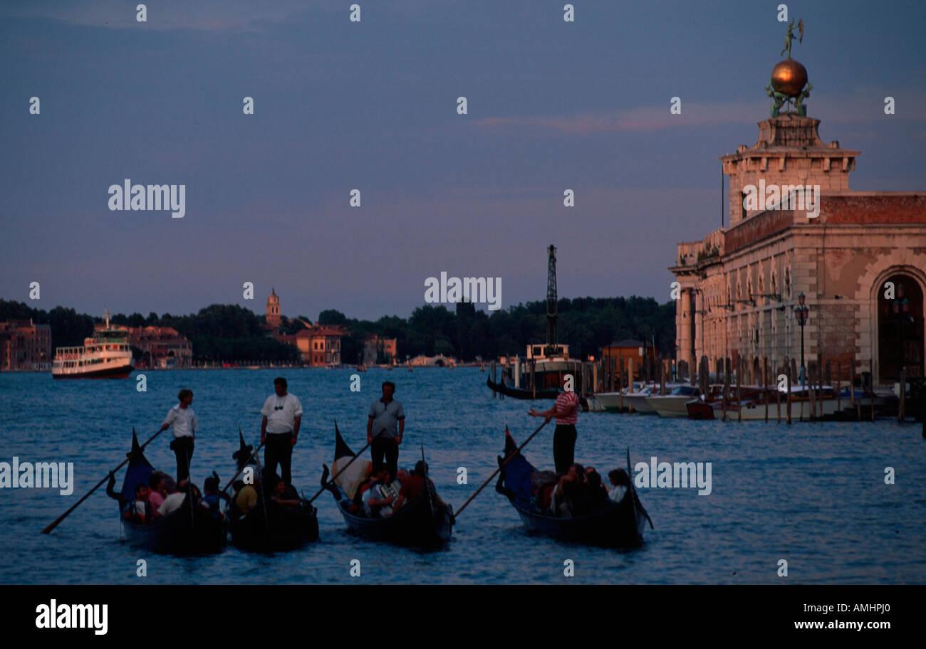 Venedig, Stadtteil San Marco, Dogana del Mar, Gondeln - Stock Image