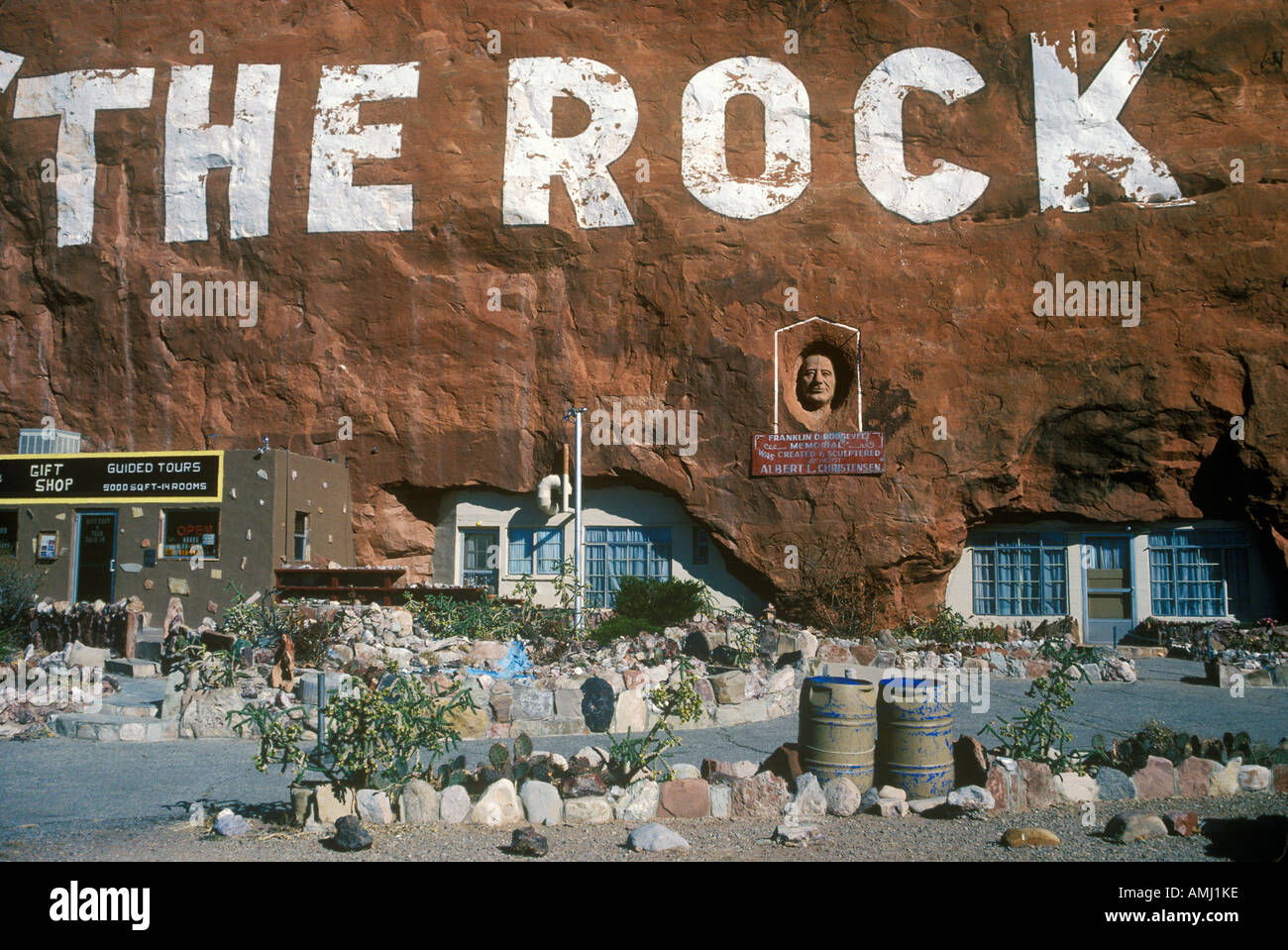 Roadside attraction the Rock House in southern UT - Stock Image