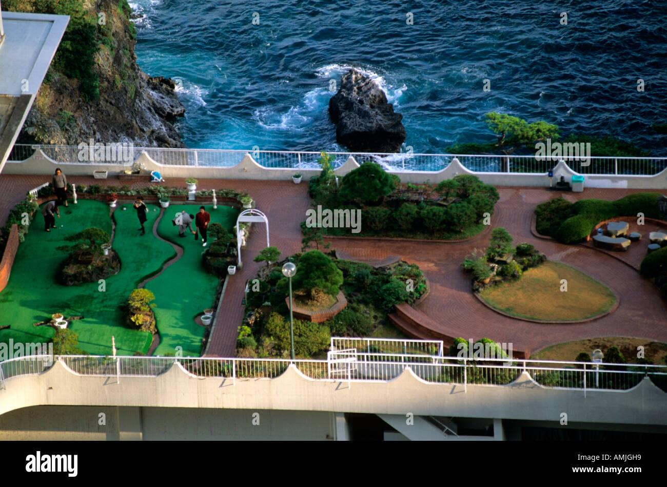 Japan, Kanto, Fuji-Region, Izu-Halbinsel, Atami, Golfplatz auf Dach Stock Photo