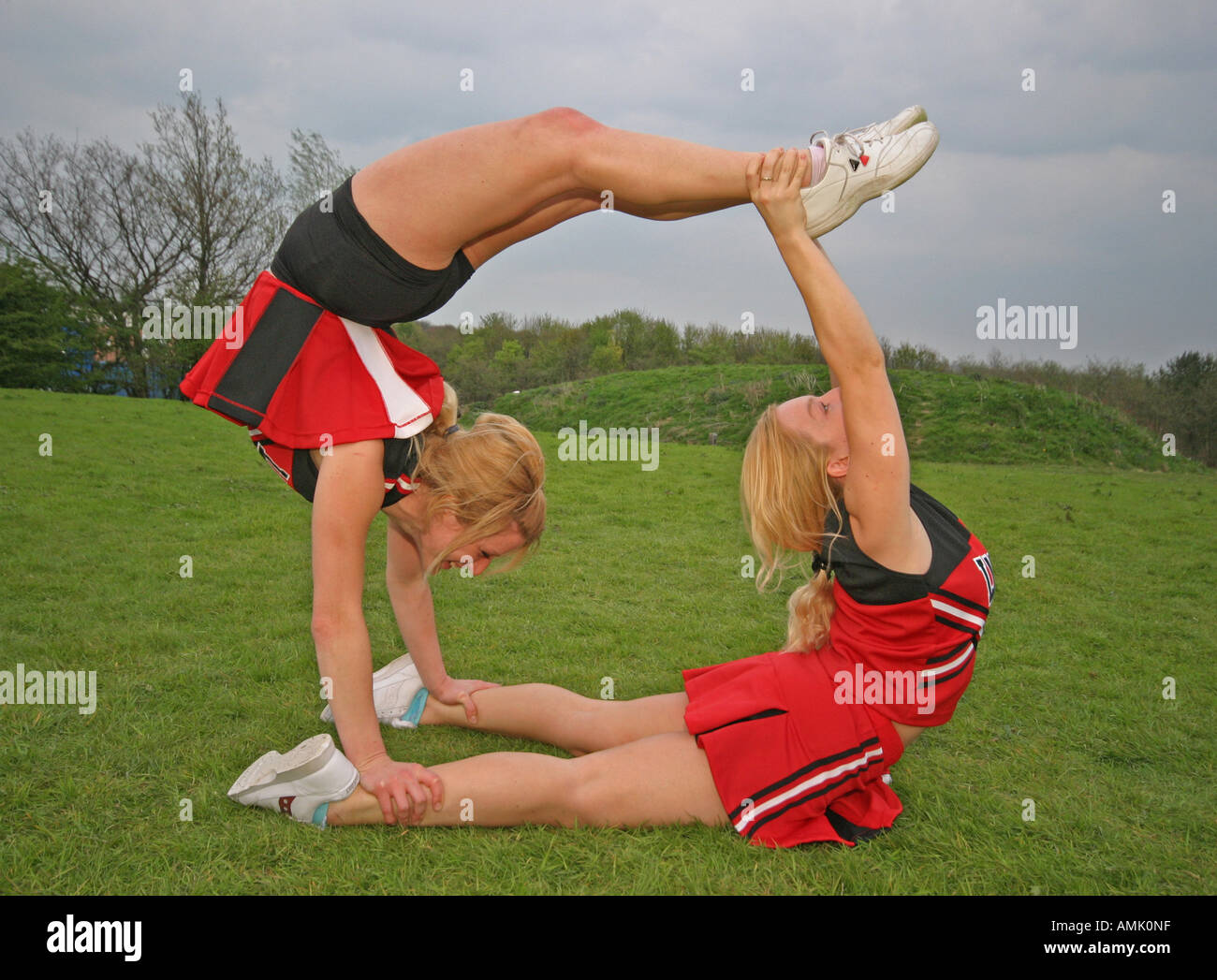cheerleaders practicing moves - Stock Image
