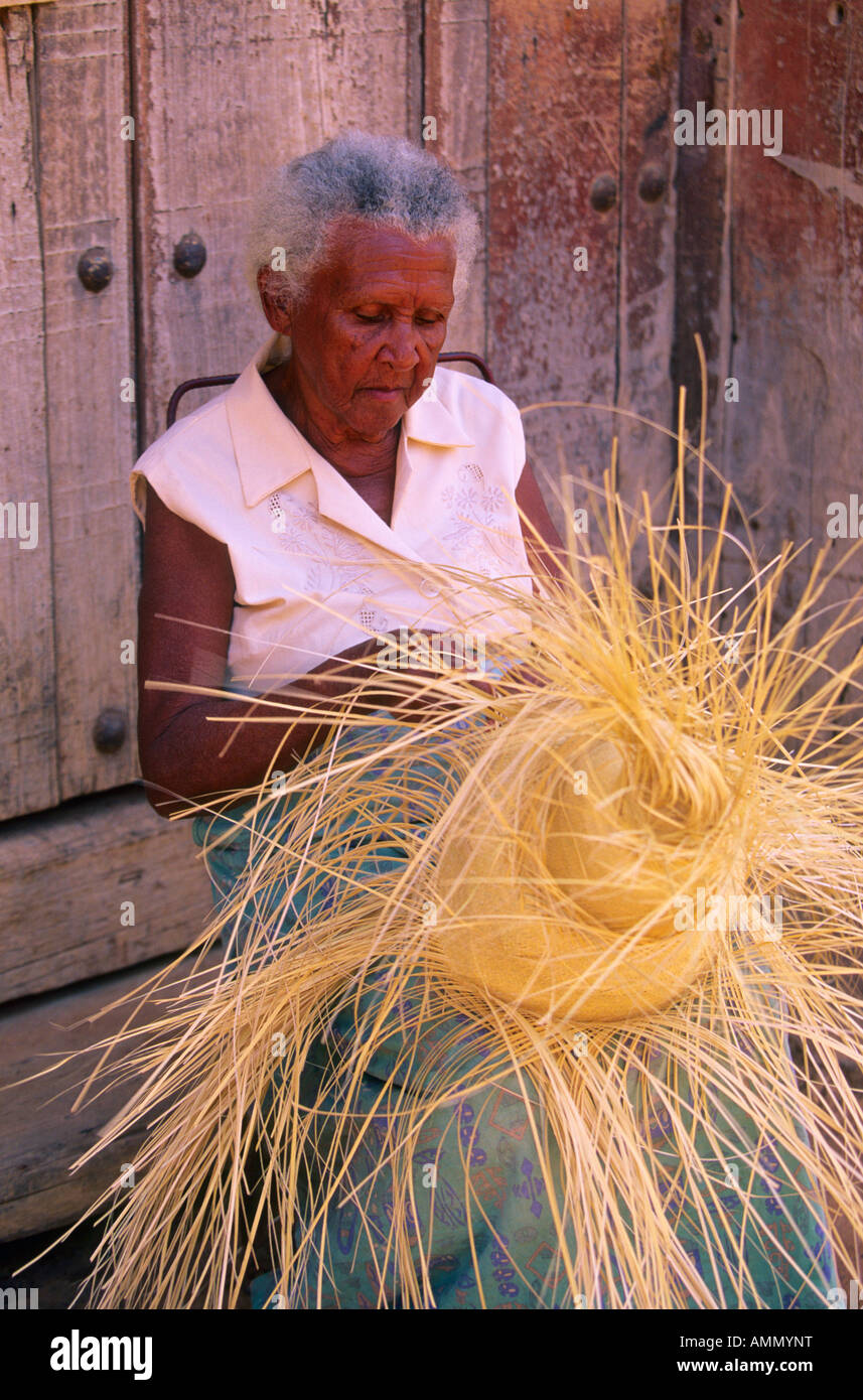 Cuban Woman Weaving Hat Trinidad Cuba Stock Photo 15300467 Alamy