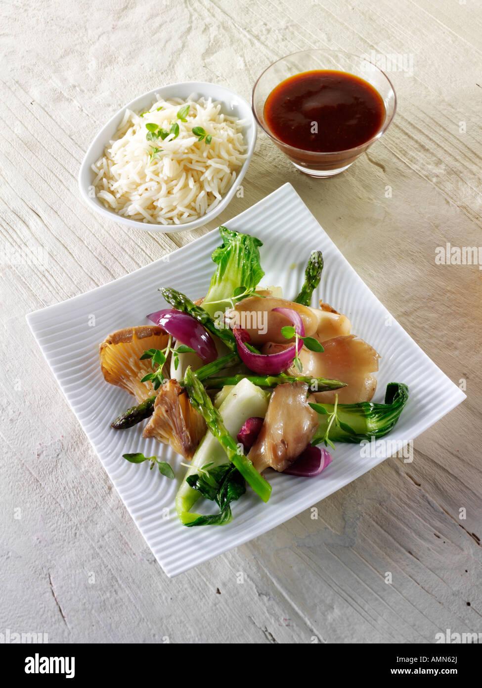 Oriental vegetarian stir fry of vegetables pak choi asparagus hoisin sauce - Stock Image