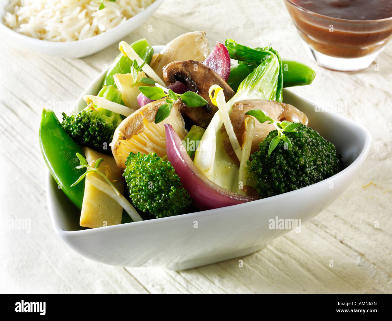 Oriental vegetarian stir fry of vegetables with mushrooms and noodles - Stock Image