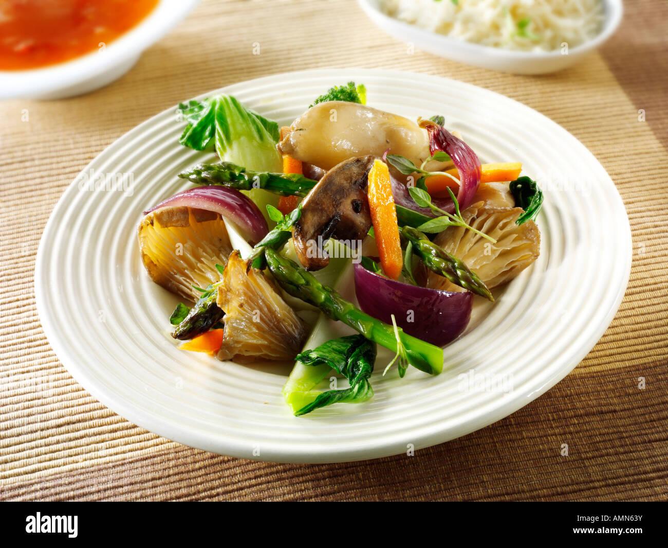 Oriental vegetarian stir fry of vegetables and mushrooms - Stock Image