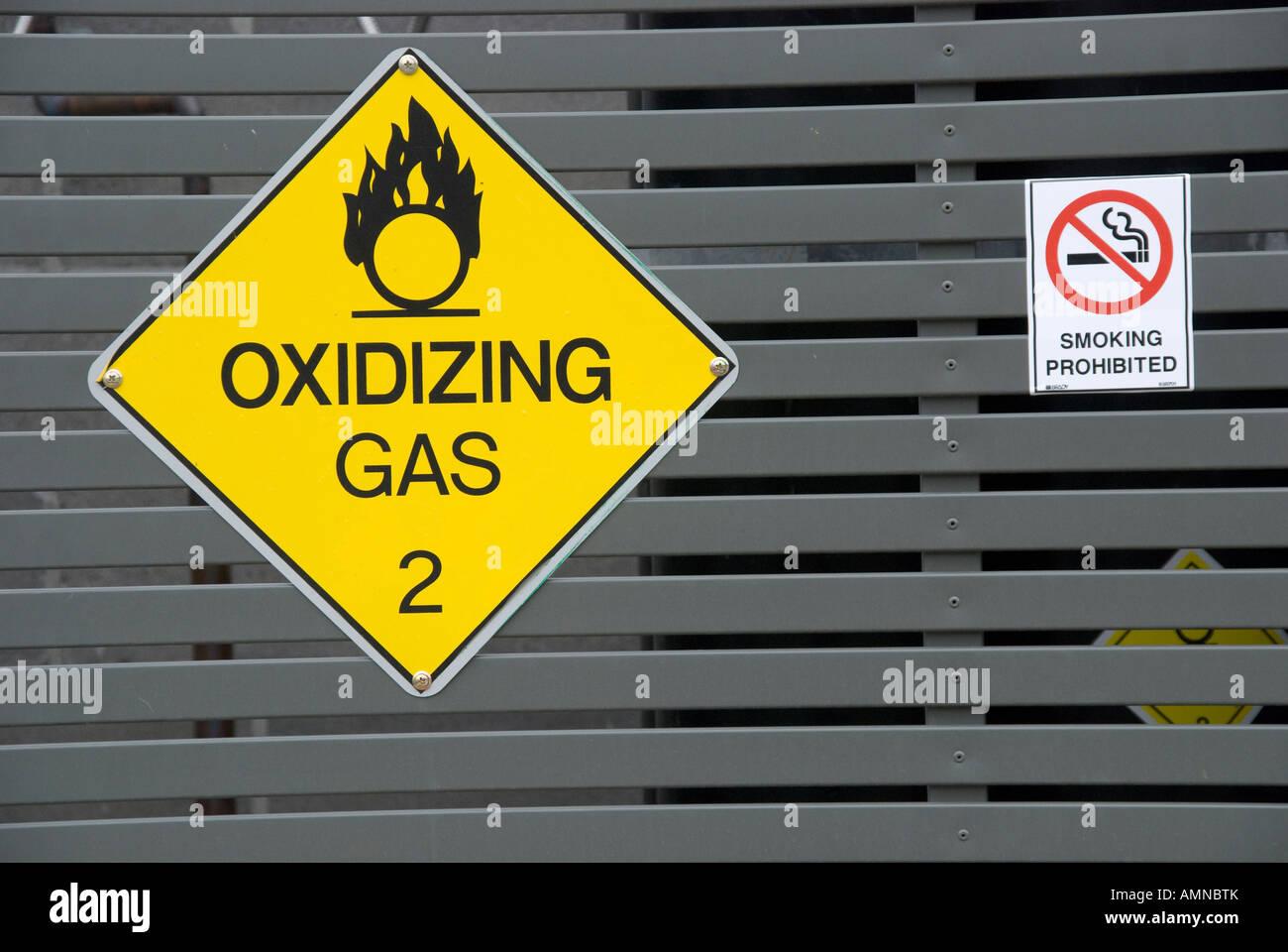 Sign warning of oxidising gas - Stock Image