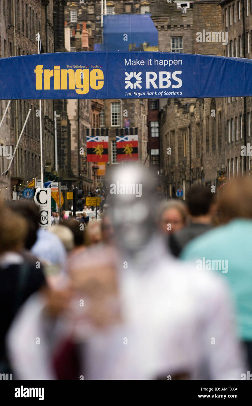 Passers by and performers on Edinburgh Royal Mile - Stock Image