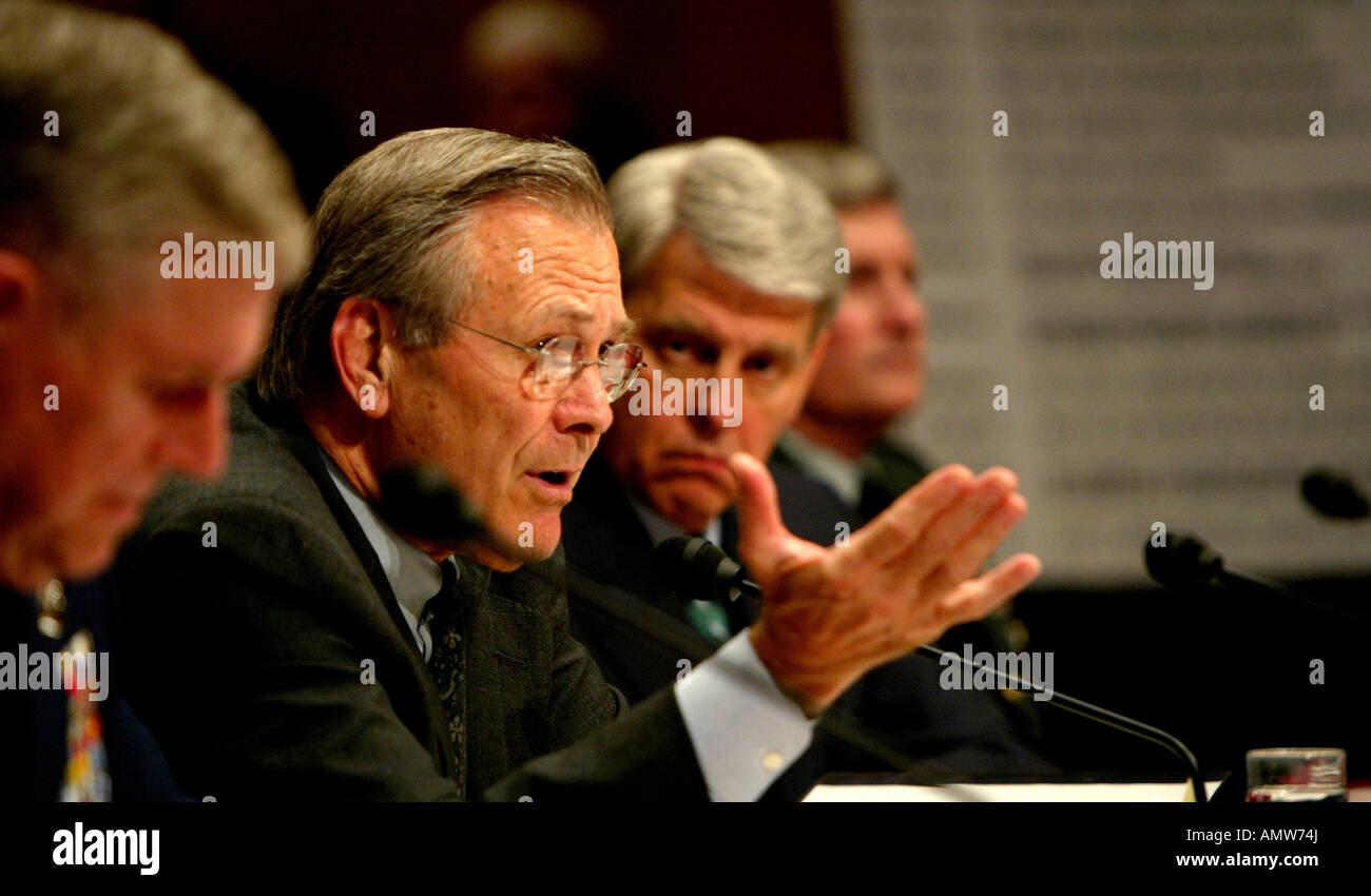 Donald Rumsfeld testifies before the Senate Armed Services Committee on allegations of mistreatment of Iraqi prisoners - Stock Image