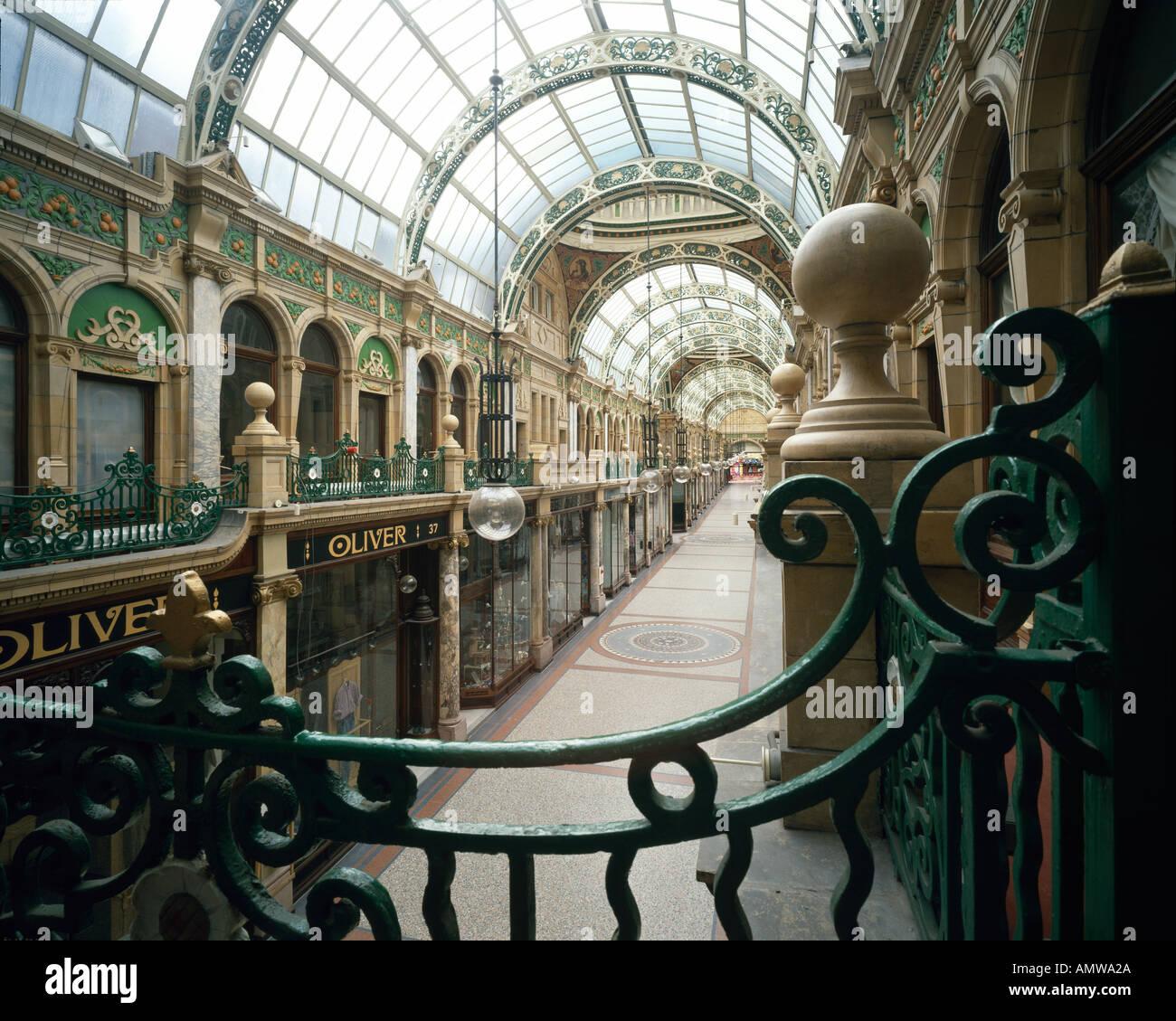 Victoria Quarter, Leeds, 1898-1904. Glass barrel vaulted arcade. Architect: Frank Matcham - Stock Image