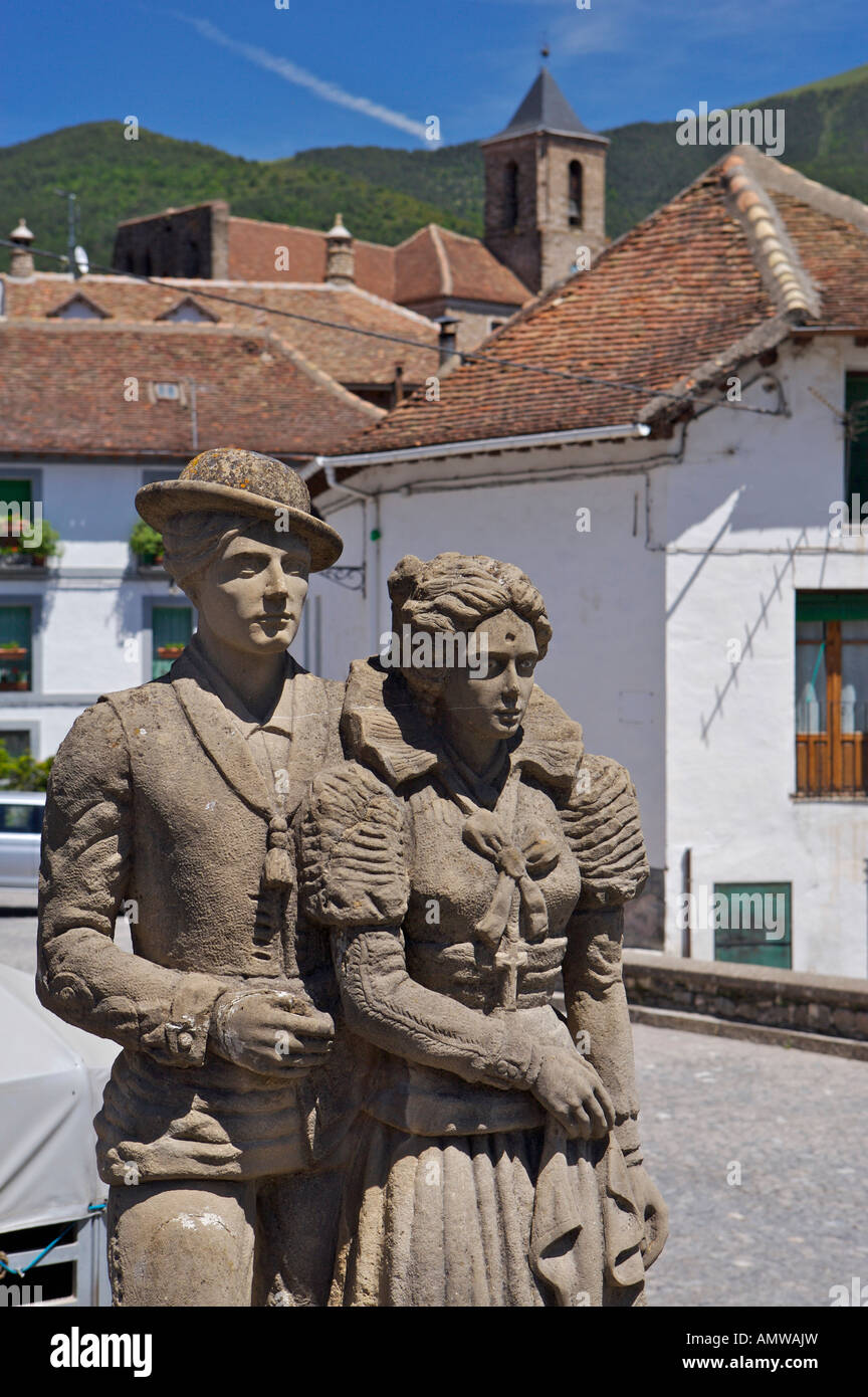 Statue/Sculpture of a couple called Traje Tradicional Cheso by artist Jose Gandul Igualador, Village of Hecho Stock Photo