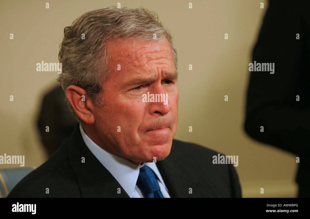 President George W Bush and President Roh Moo-Hyun of South Korea answer questions from the media in the Oval Office Stock Photo