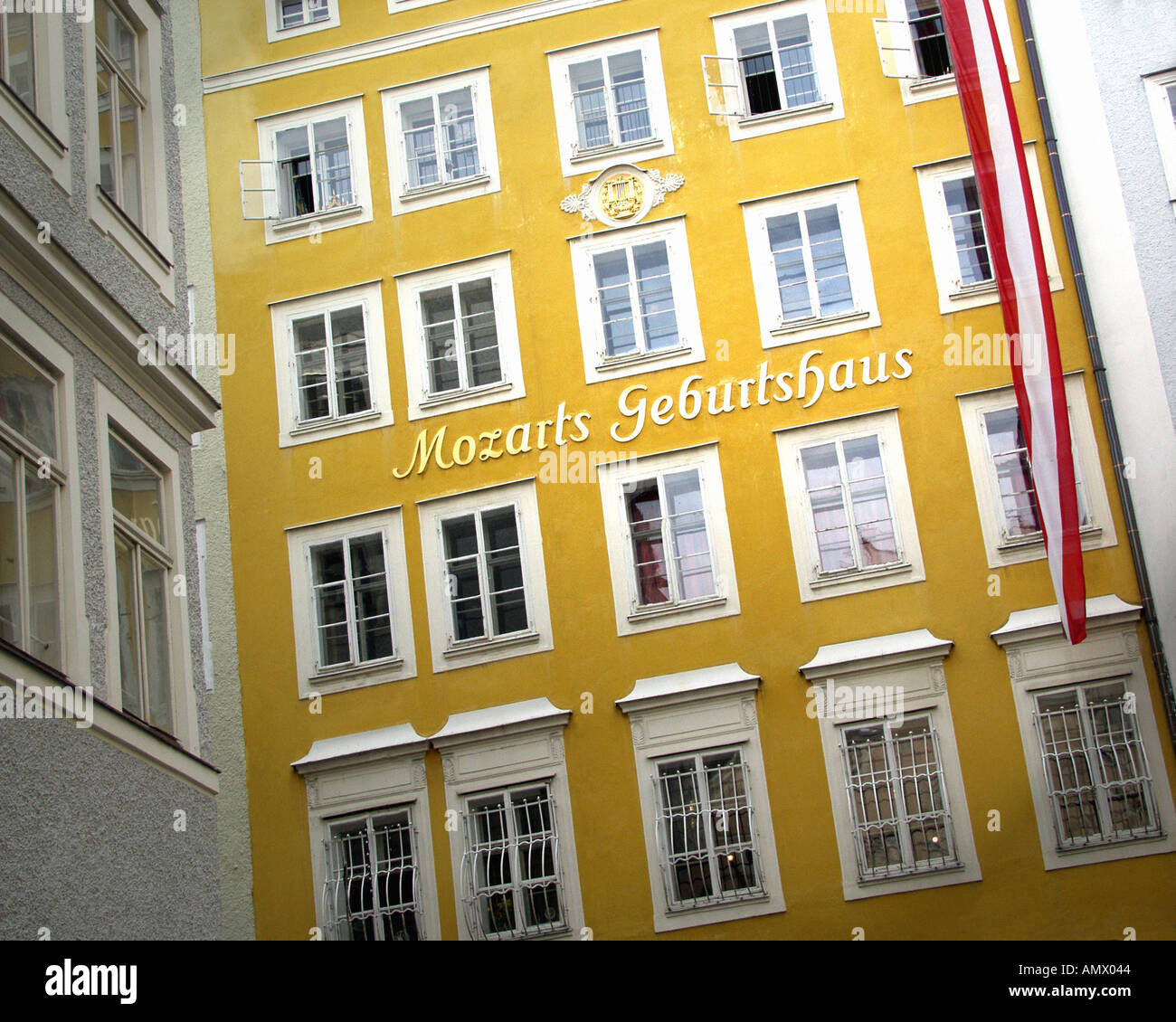 AT - SALZBURG: Mozart s birthplace in the Getreidegasse - Stock Image
