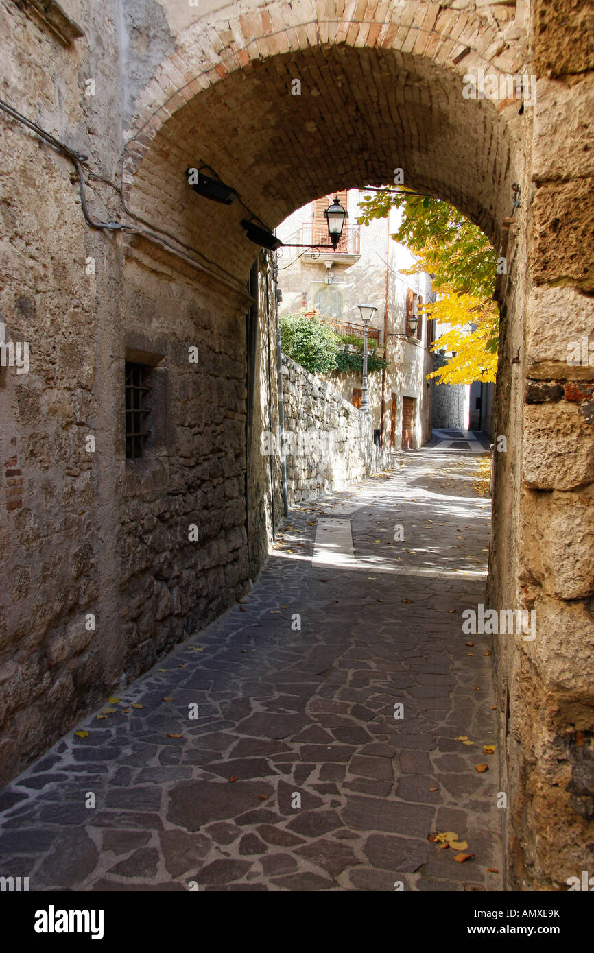 Archway leading through the old town of Civitella del  Tronto up to La Fortezza - Stock Image