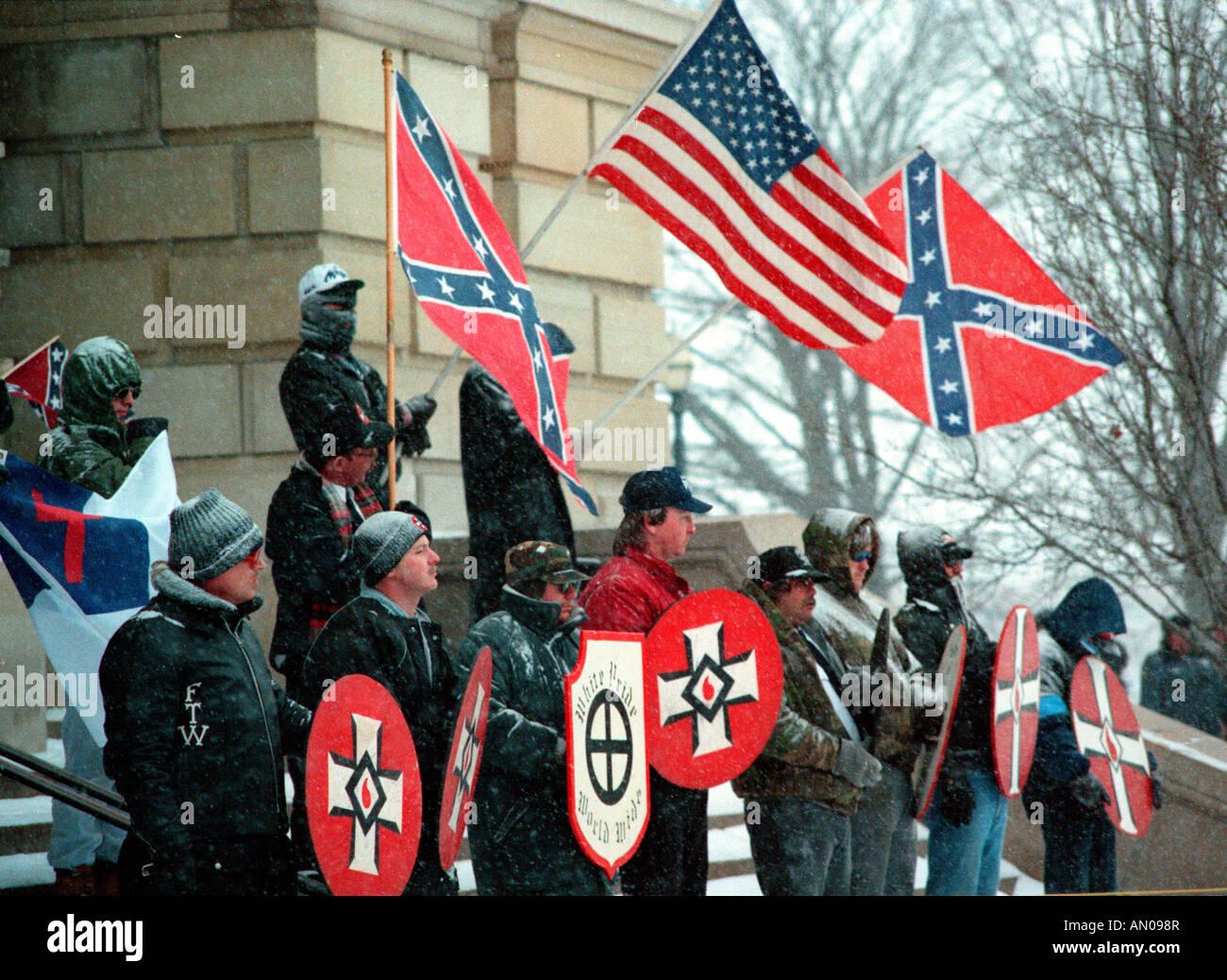 USA, Illinois, White Supremacist Ku Klux Klan rally on steps of Illinois state capitol building - Stock Image