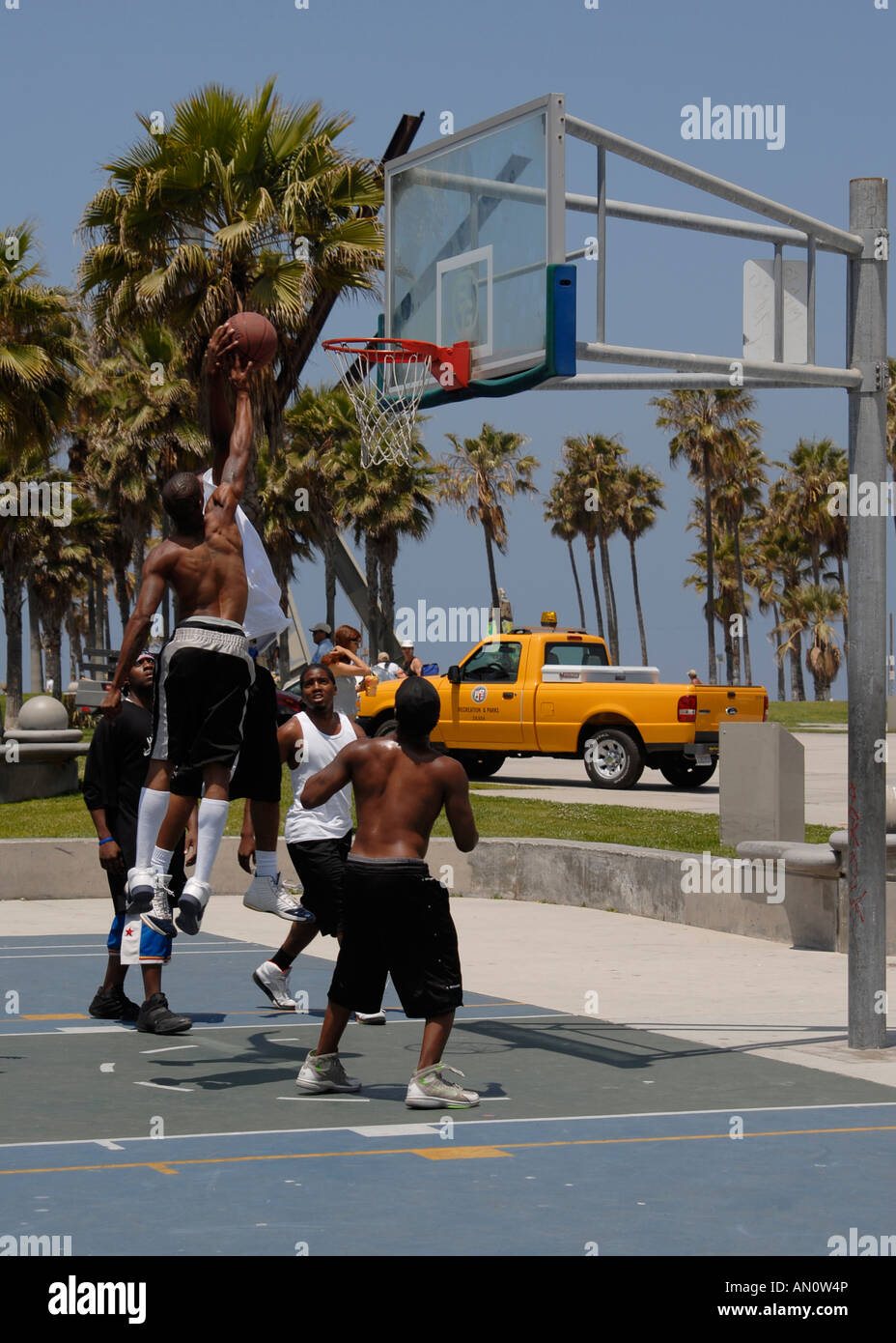 Locals shooting hoops at Venice Beach, California, USA - Stock Image
