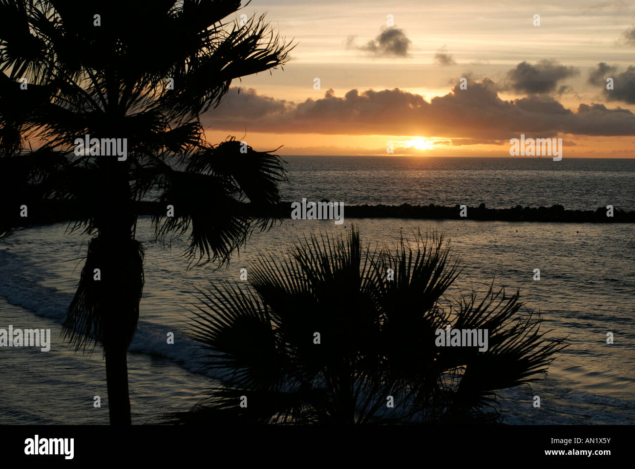 25 01 2004 Kanaren Teneriffa Sonnenuntergang am Playa de las Americas Stock Photo