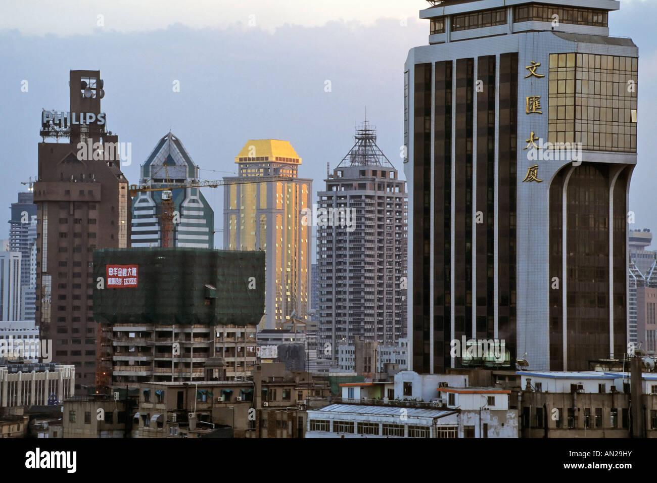 Shanghai Zentrum am Huangpu River downtown waterfront China skyline Stock Photo