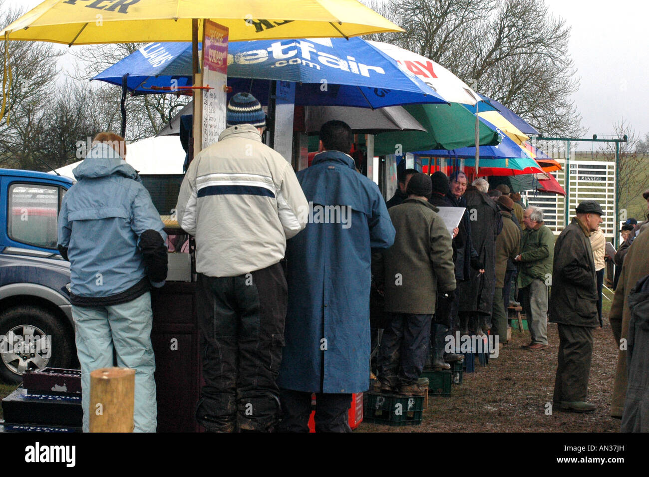 pic martin phelps 14 01 06 barbury castle point to point bookies Stock Photo