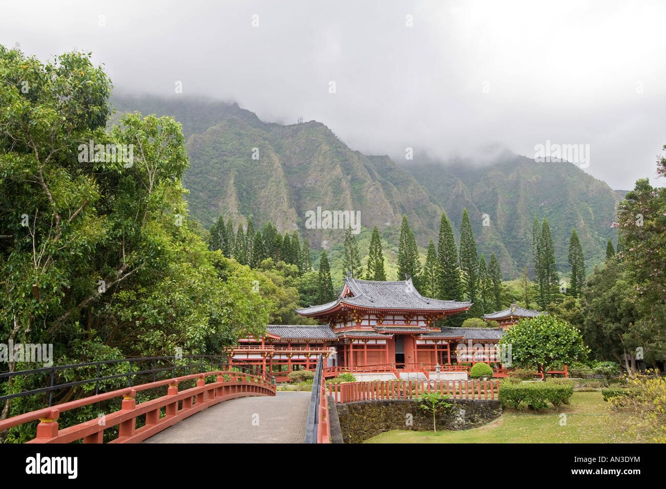 Byodo In Temple reproduction of 900 year old Japanese temple built in 1968 Valley of the Temples Oahu HI - Stock Image