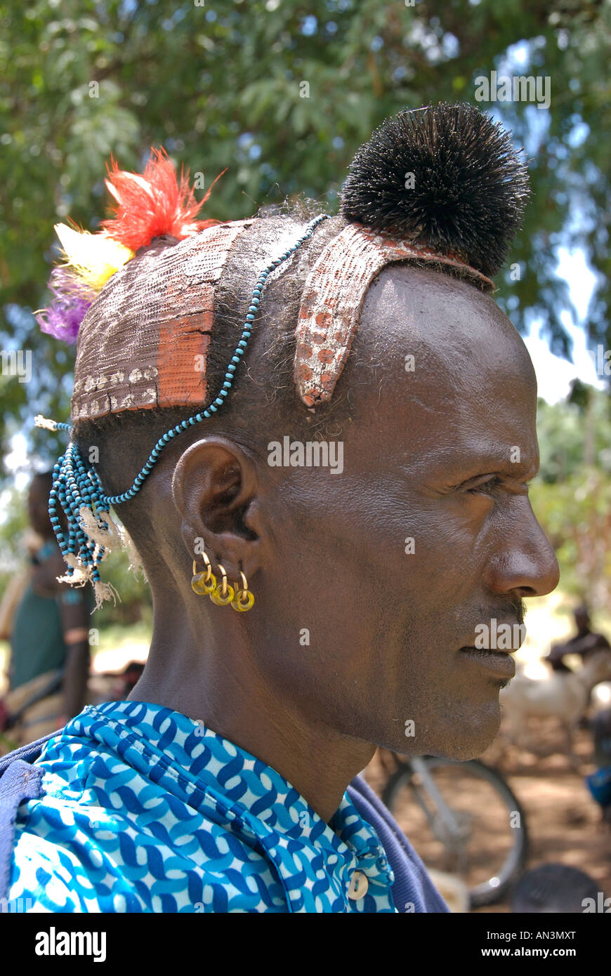 Hamer man showing head dress - Stock Image