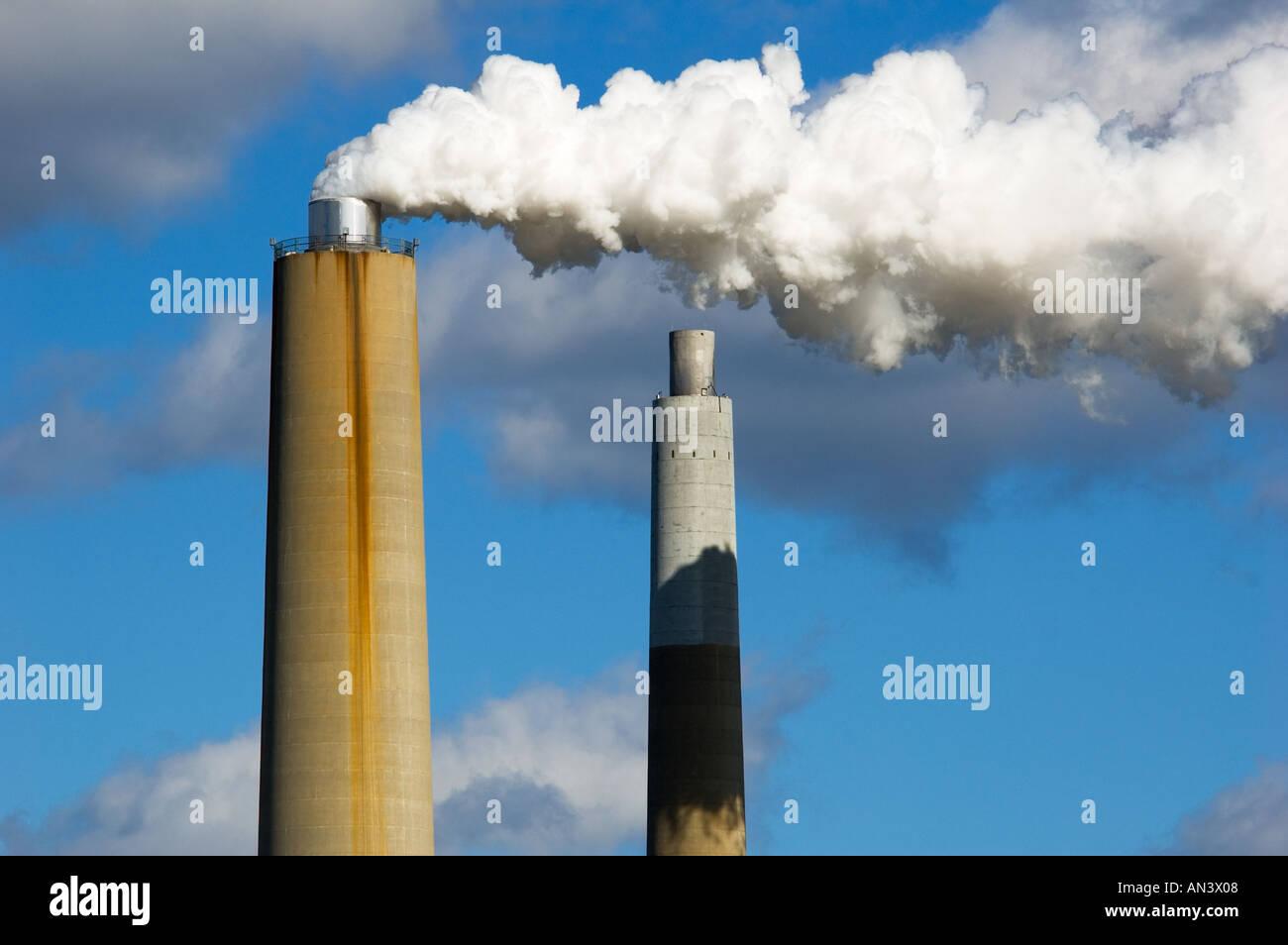 Tall Smoke Stacks Stock Photos & Tall Smoke Stacks Stock Images - Alamy