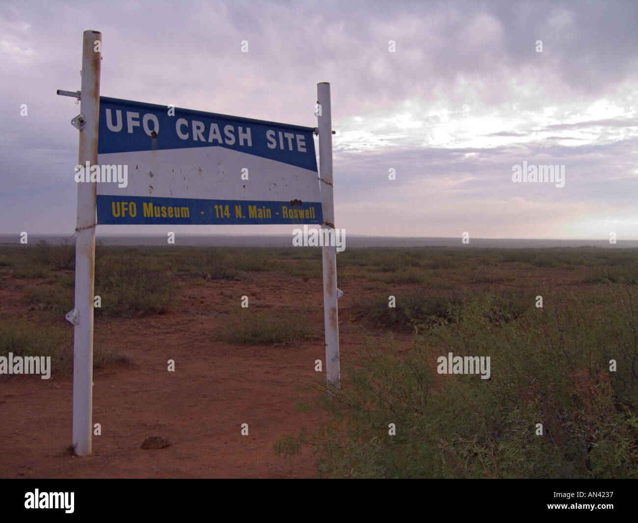 New Mexico Roswell sign near claimed UFO crash site north of town - Stock Image