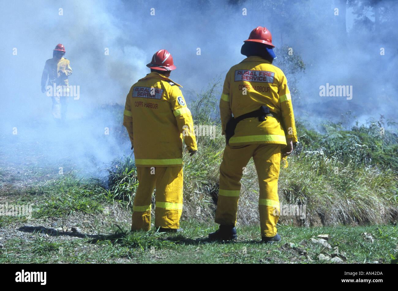 Volunteer Rural Fire Service Firefighters at a bushfire, Australia. - Stock Image