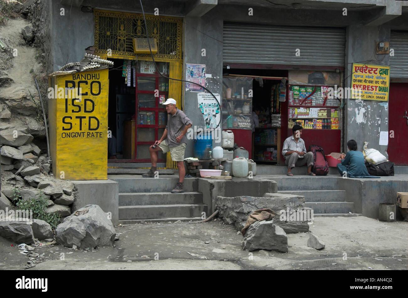 Waiting for the telephone Keylong India - Stock Image