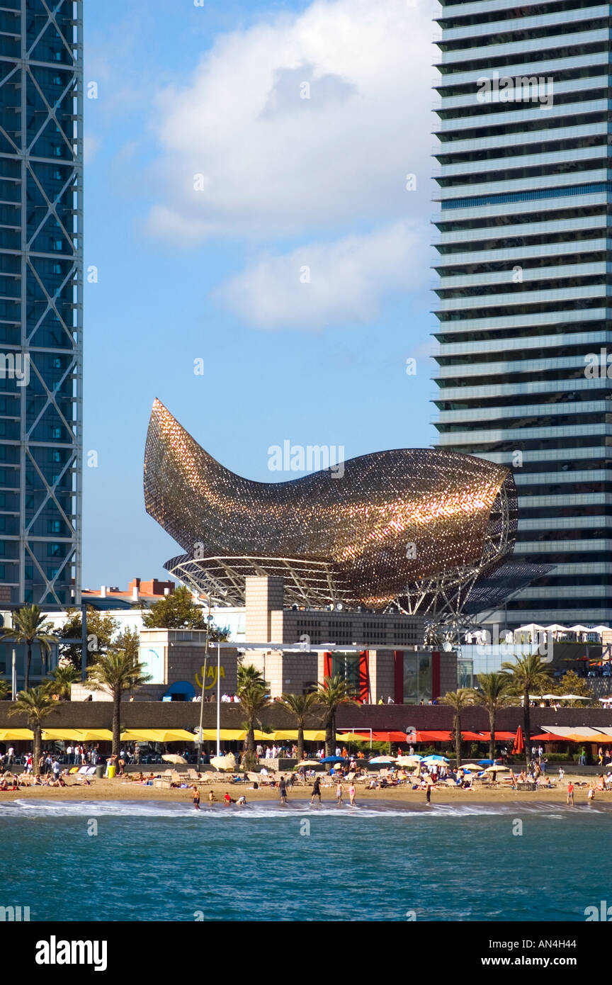 Architect Frank Gehrys Peix gold fish structure by between Torre Mapfre and Hotel Arts in Port Olimpic Barcelona Spain - Stock Image