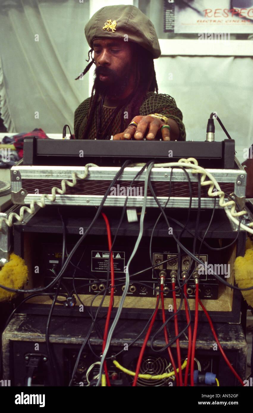 A rasta Djing at a reggae soundsystem at the Nottinghill carnival - Stock Image