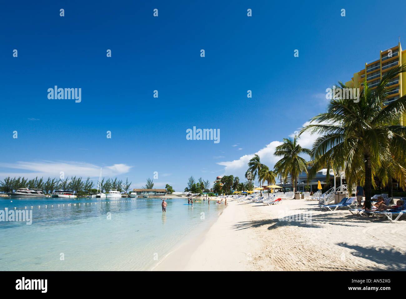 Beach near 'Sunset Jamaica Grande' Hotel, Ocho Rios Bay, Ocho Rios, Jamaica, Caribbean, West Indies - Stock Image