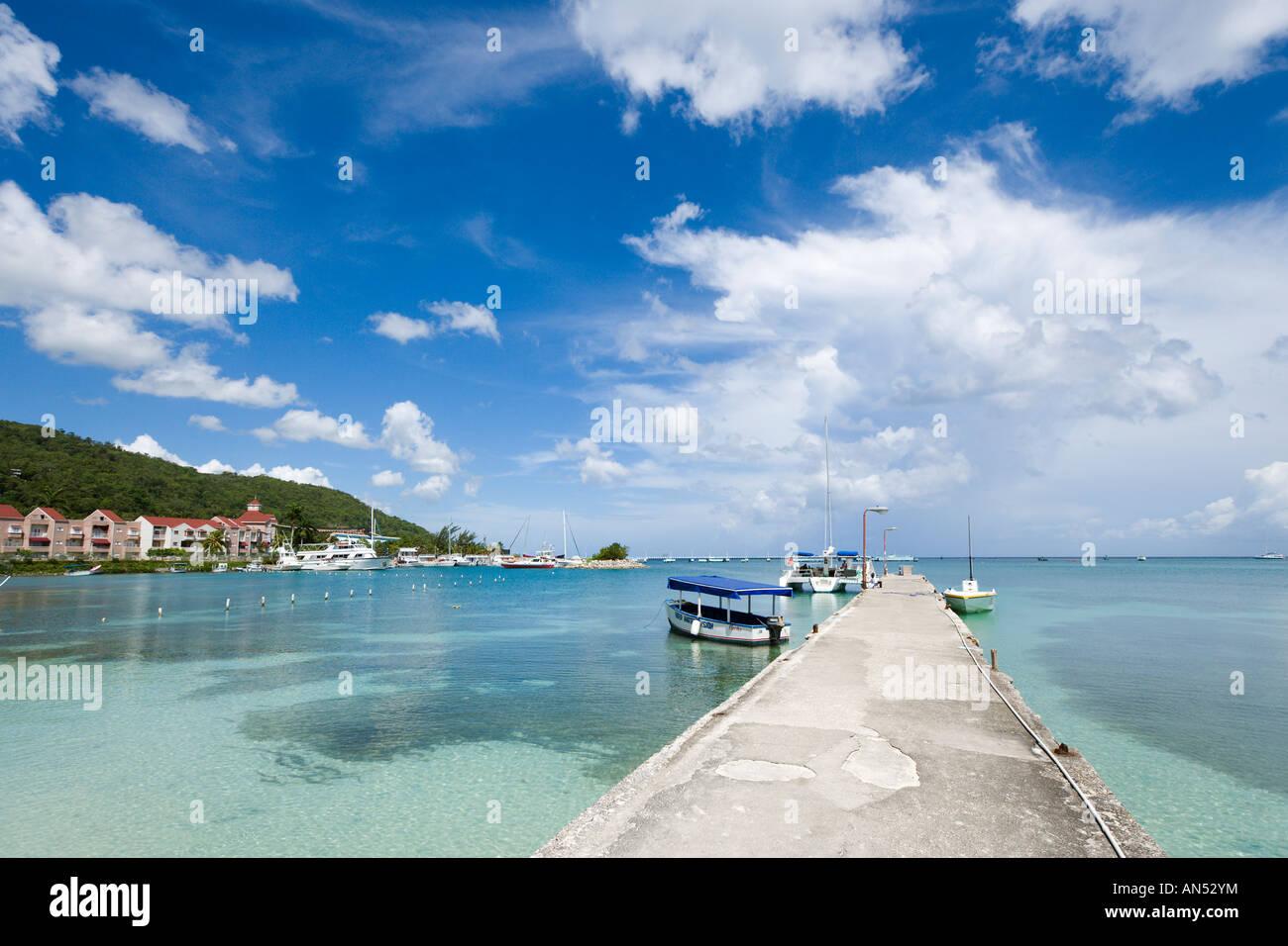 Jetty on Ocho Rios Bay Beach, Ocho Rios, Jamaica, Caribbean, West Indies - Stock Image