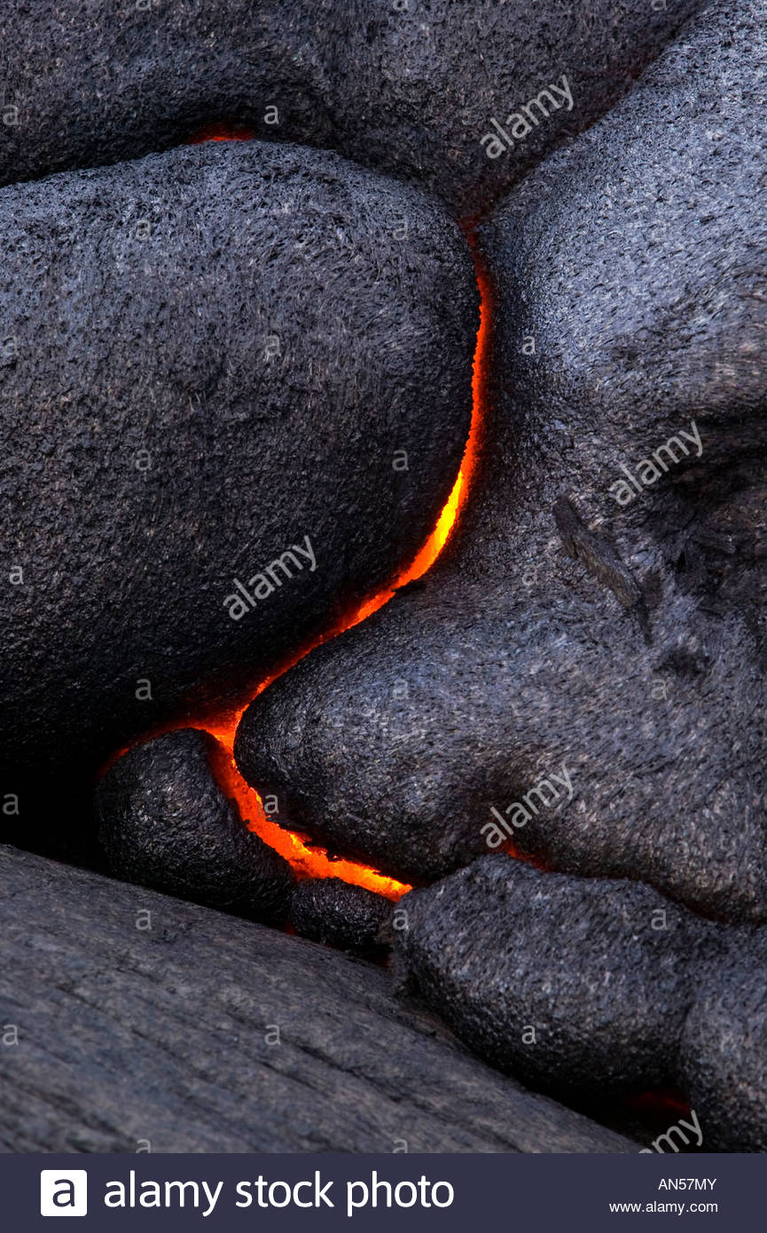 Molten lava makes dramatic curved patterns as it breaks through solid rock in Volcanoes National Park, Hawaii. - Stock Image