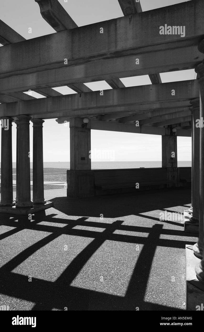 Colonnade by the sea in Art Deco style, Napier, New Zealand - Stock Image