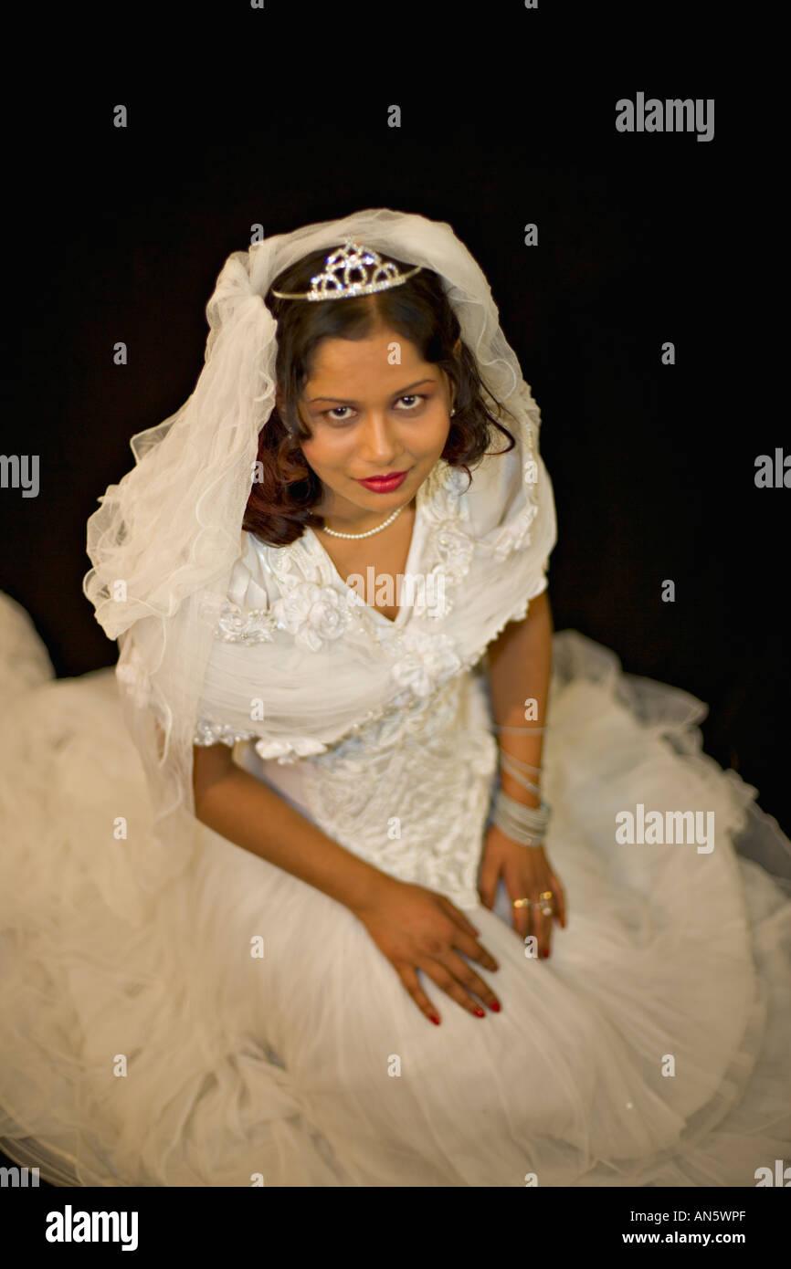 Asian bride in white wedding dress Stock Photo: 8812590 - Alamy